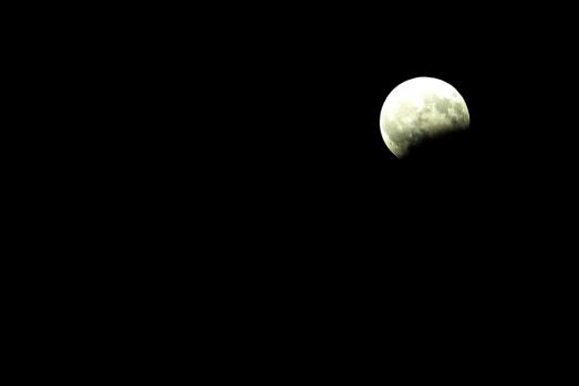 """Parçalı ay tutulması"""" gerçekleşti"""