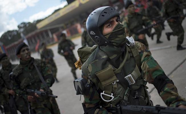 Venezuela askerleri Kolombiya topraklarına girdi