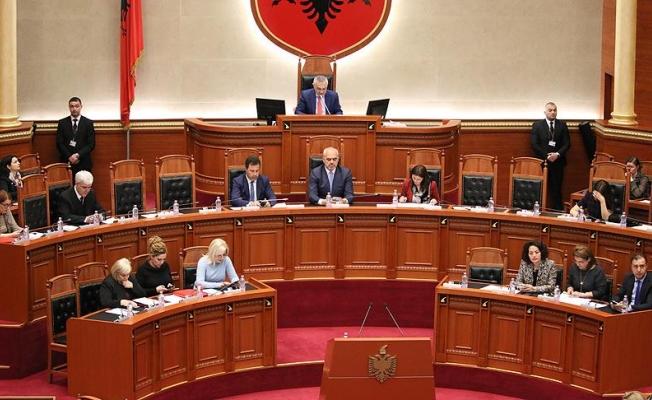 """Arnavutluk'ta """"adaysız"""" cumhurbaşkanlığı seçimi"""