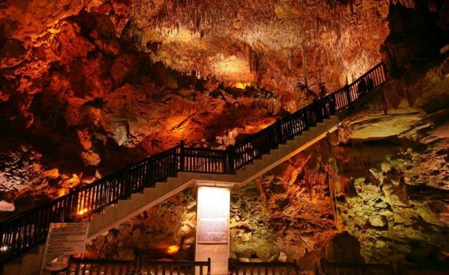 Binlerce yıllık mağara şifa arayanların ilgi odağı