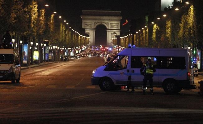 Paris saldırısı ile ilgili aranan bir şüpheli teslim oldu