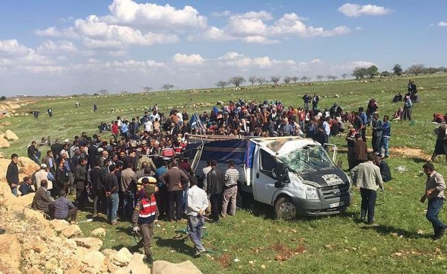 Şanlıurfa'da kamyonet devrildi: 4 ölü, 8 yaralı