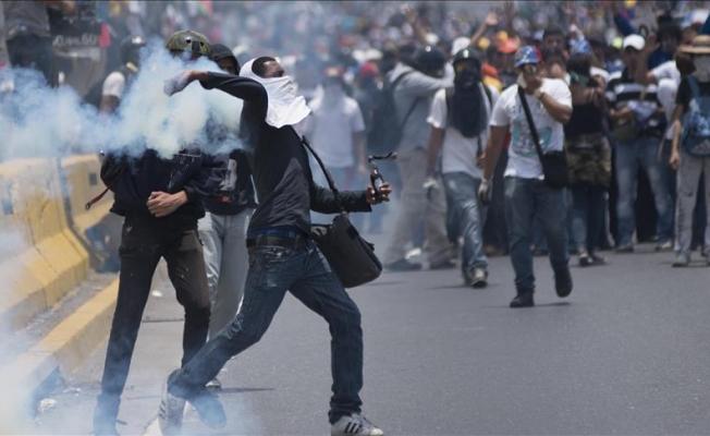 Venezuela'daki gösterilerde hükümet muhalefeti suçladı