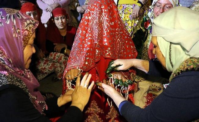 Yörüklerin 'kına gecesi' mahalle tiyatrosuyla yaşatılıyor