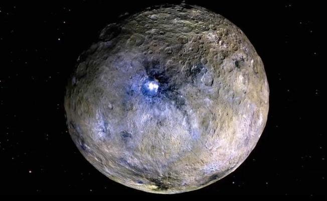 Cüce gezegenin yörüngesinde uydu keşfedildi