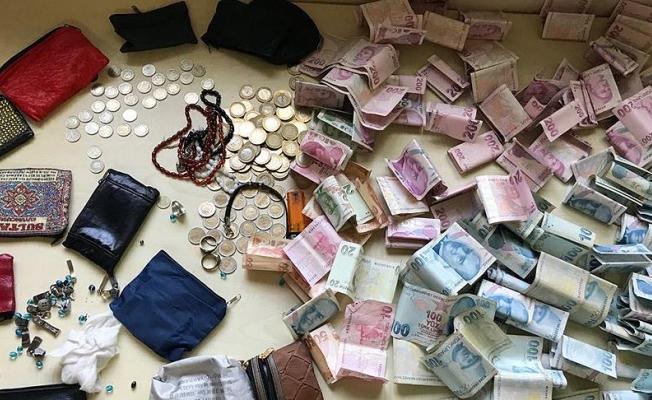 Dilencinin üzerinden 14 bin lira çıktı