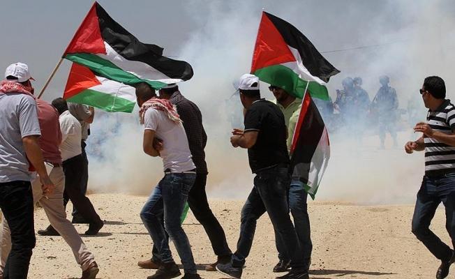 Gazzeliler 'açlık grevindeki tutuklular' için yürüdü