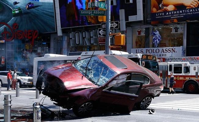 New York'ta kaldırıma çıkan aracın sürücüsü' adam öldürmekle' suçlandı