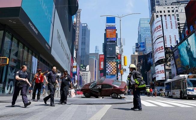 New York'ta otomobil yayalara çarptı: 1 ölü, 13 yaralı