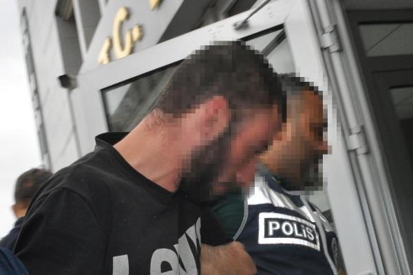 Tecavüz için kaçırmaya çalıştıkları kızlardan biri kareteci çıktı, diğerini vatandaşlar kurtardı