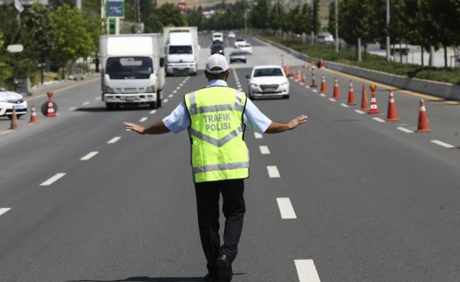 """81 ildeki """"Trafik Güvenliği Denetimleri""""nde 4 milyon 938 bin 642 lira ceza kesildi"""
