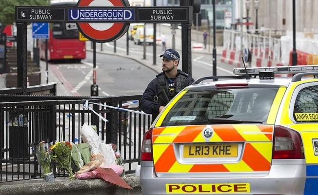 """Londra'da olay """"bir terör saldırısı"""" olarak ele alınıyor"""