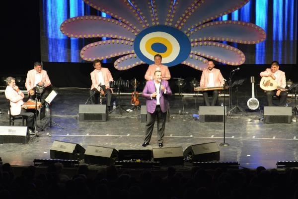 56. Uluslararası Bursa Festivali'nde Ata Demirer rüzgarı esti