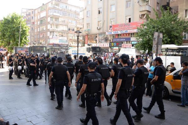 Diyarbakır'da izinsiz protestoya polis müdahalesi: 32 gözaltı