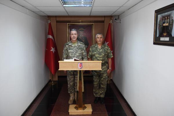 Genelkurmay Başkanı Akar Şırnak ve Hakkari'de incelemelerde bulundu