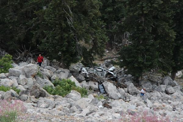 Otomobil, 100 metrelik yamaçtan yuvarlandı: 2 ölü, 2 yaralı