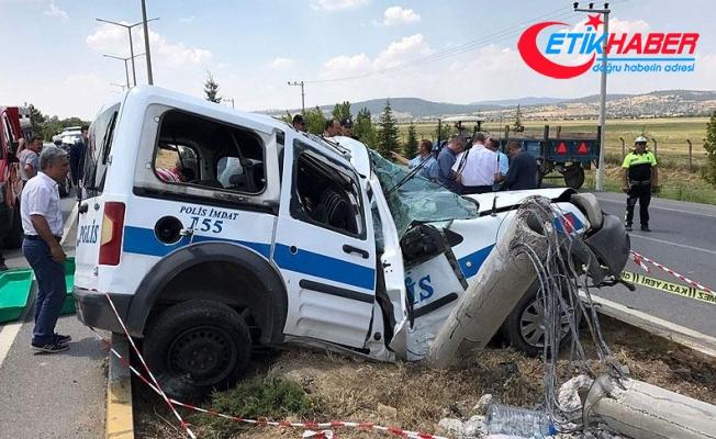 Uşak'ta polis aracı beton direğe çarptı: 1 şehit