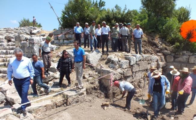 Uzuncaburç Antik Kenti'nde kazı çalışması