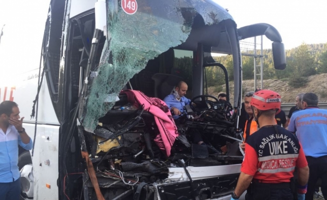 Bolu'da trafik kazası: 1 ölü, 21 yaralı