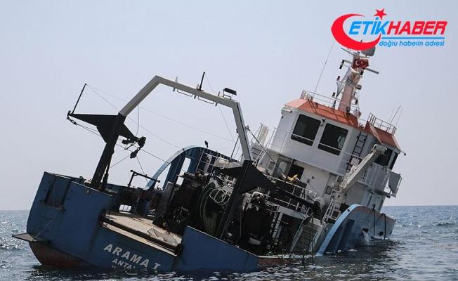 Hatay'da karaya oturan gemi yan yattı