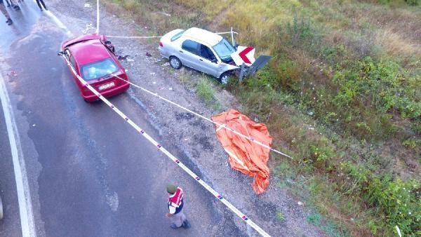 İki otomobil kafa kafaya çarpıştı: 1 ölü, 6 yaralı
