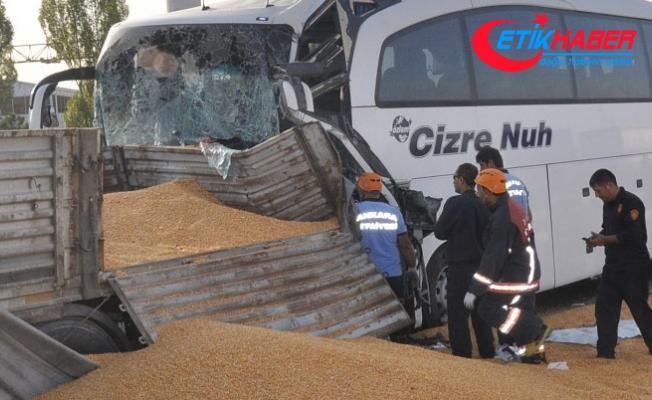 Ankara'da yolcu otobüsü TIR'a çarptı: 3 ölü
