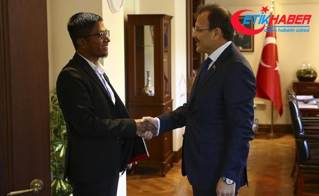 Çavuşoğlu, Avrupa Rohingya Konseyi Başkanı Kyaw'ı kabul etti
