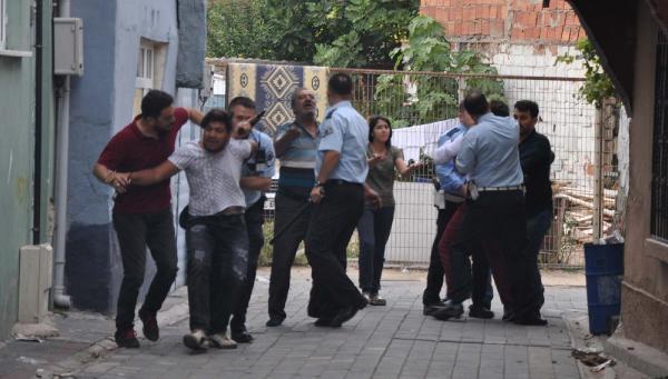 Gözaltına alınan şüphelinin yakınları polise saldırdı: 10 gözaltı