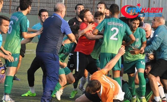 Maç sırasında iki takım birbirine girdi