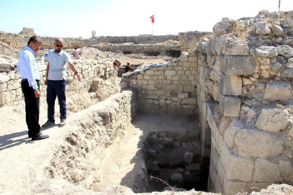 Tarihi Silifke Kalesi'nde kazı