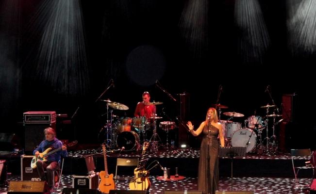Bülent Ortaçgil ve Birsen Tezer konser verdi