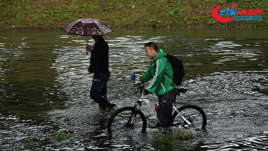 Çin'de sel nedeniyle 26 bin 700 kişi tahliye edildi
