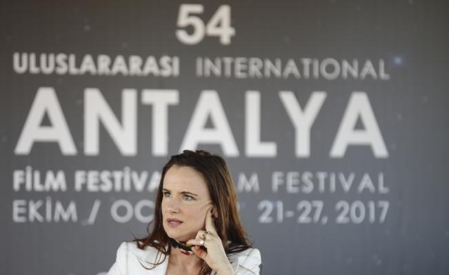 ABD'li aktris Lewis: Benim başıma taciz gibi bir şey gelmedi. Benden herkes çok korkuyordu