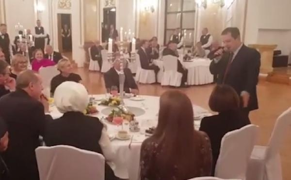 Sırp Dışişleri Bakanı Daçiç'ten Türkçe şarkı
