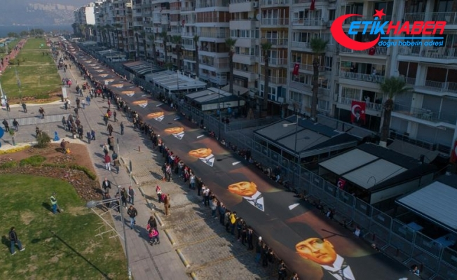 Atatürk'ün 350 metre uzunluğundaki posteri taşındı
