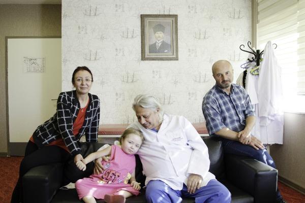 'Nakil yapılamaz' denilen Melis, babasının böbreğiyle yeniden doğdu