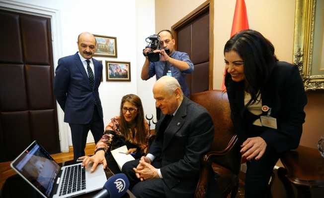 """MHP Genel Başkanı Bahçeli, AA'nin """"Yılın Fotoğrafları"""" oylamasına katılarak 7 fotoğraf için oy kullandı"""