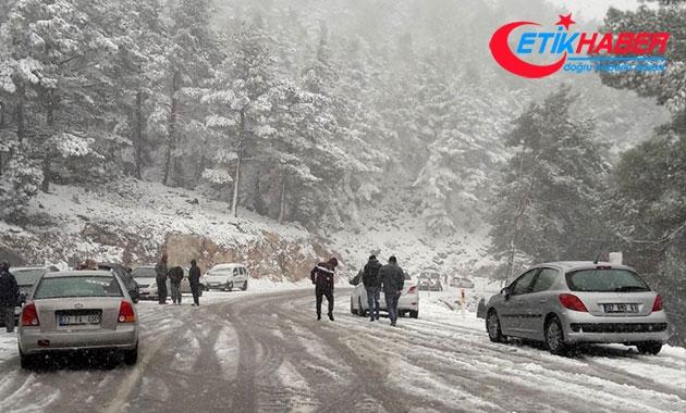 Bingöl'de kar nedeniyle 70 köy yolu ulaşıma kapandı