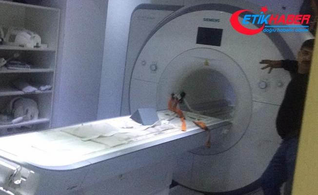 Polisin MR cihazına yapışan silahı çıkartıldı