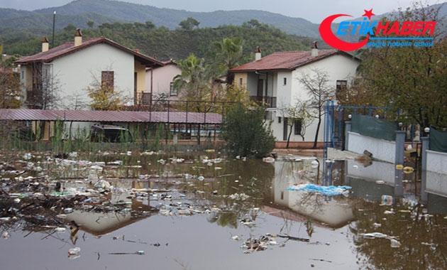 Şiddetli yağmur Fethiye'de baskınlara neden oldu