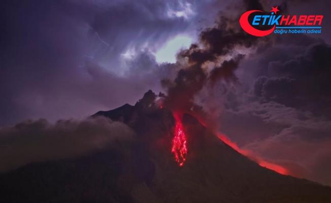 Sinabung Yanardağı yeniden kül püskürtmeye başladı