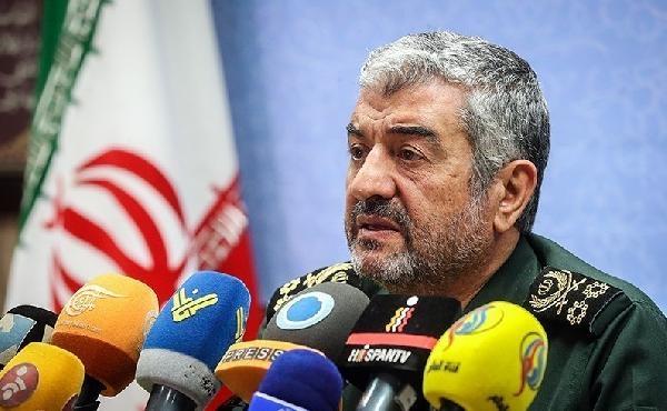 Devrim Muhafızları isim vermeden Ahmedinejad'ı suçladı