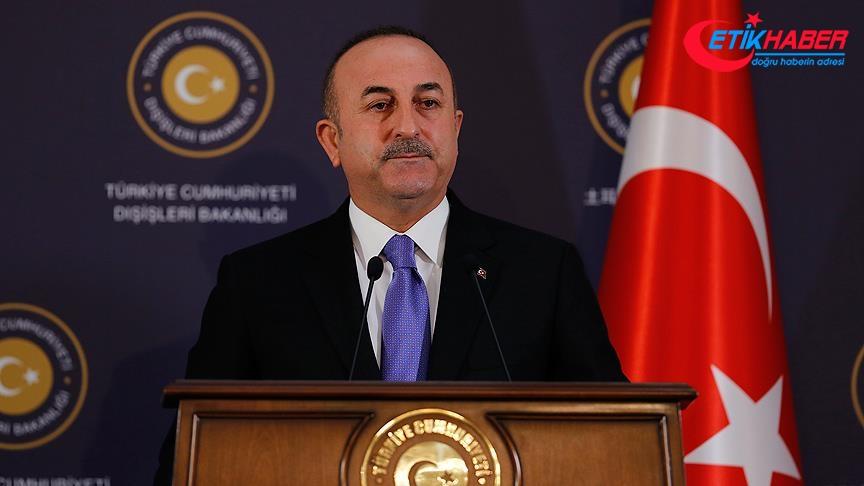 Çavuşoğlu'ndan, moderatörün 'Türkler Kürtlere karşı' ifadesine tepki