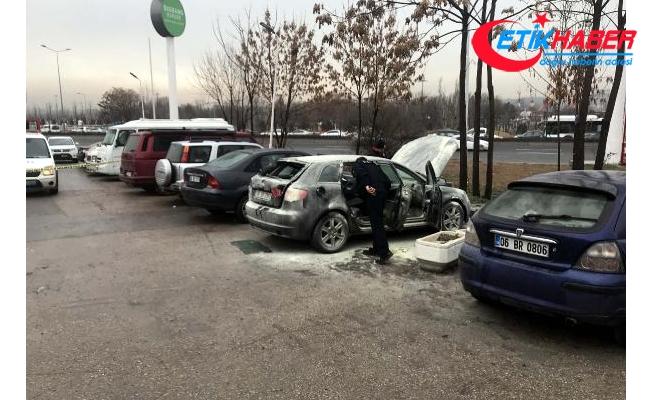 Sigarayla bindiği otomobilindeki mutfak tüpü patladı, ağır yaralandı