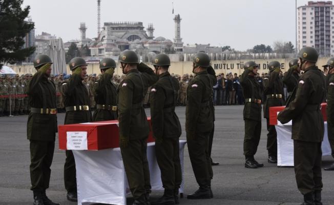 Diyarbakır'da şehitler için tören düzenlendi