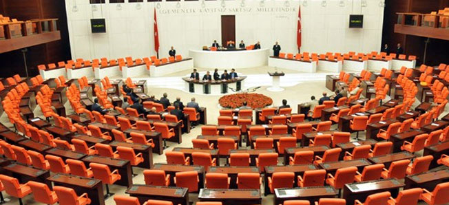 Anayasa değişikliği teklifinde beşinci madde 343 oyla kabul edildi