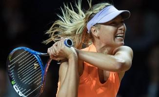 Sharapova galibiyetle döndü