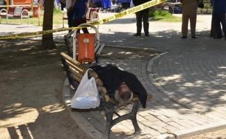 Evsiz vatandaş bankta öldü