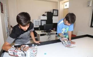 14 yaşındaki Atilla Haşhaş engelliler için mekanik kol geliştirdi