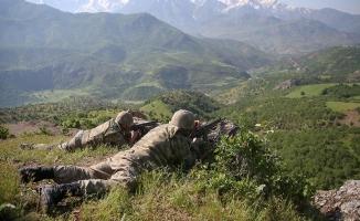 TSK: 6 terörist silahları ile birlikte ölü olarak geçirildi